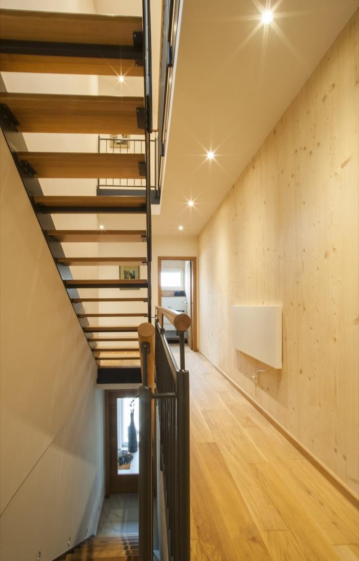 Stahl Holztreppe Massivholzwand